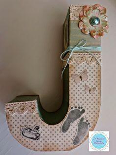 letra decorada scrap chico - Buscar con Google Letter A Crafts, Letter Art, Alphabet Templates, Mark Ryden, Decoupage Box, Diy Cardboard, Painted Letters, Tole Painting, Diy Box
