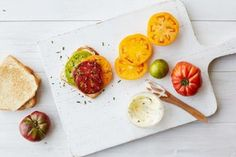 Tips and recipes for tomato toast sandwiches with mozzarella, bacon, eggs, smoked salmon, and more. Healthy Summer Recipes, Summer Snacks, Toast Sandwich, Smoked Salmon, Easy Meals, Food And Drink, Favorite Recipes, Stuffed Peppers, Cooking