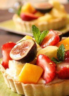 Fruit Tarts Fruit Tartlets, Mini Fruit Tarts, No Cook Desserts, Delicious Desserts, Dessert Recipes, Sweet Cupcakes, Beautiful Desserts, Baking And Pastry, Dessert Bread