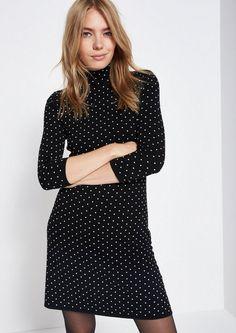 COMMA Weiches 3/4-Arm Strickkleid mit Dot-Muster für 89,99€. An den Seiten elastisch geraffter Rollkragen, 3/4-Ärmel mit schmalen Rippstrickbündchen bei OTTO