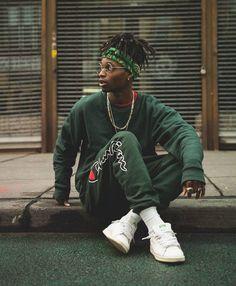 Champion x Streetwear Portrait Photography Men, Photography Poses For Men, Urban Fashion Photography, Moda Streetwear, Streetwear Fashion, Men Looks, Men Street, Street Wear, Fashion Mode