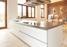 Edelstahl lässt sich ohne weiteres in jedes Küchenumfeld integrieren, ist zeitlos und leicht zu reinigen. Heiße Töpfe können auf die Küchenarbeitsplatte...