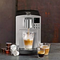 Create your favorite Starbucks drinks from the comfort of your own home! Enter to win the Starbucks Verismo drink brewer. Starbucks Coffee Maker, Starbucks Drinks, Drip Coffee Maker, Love Cafe, Pumpkin Spice Latte, Cooking Utensils, Gourmet Recipes, Gourmet Foods, Williams Sonoma