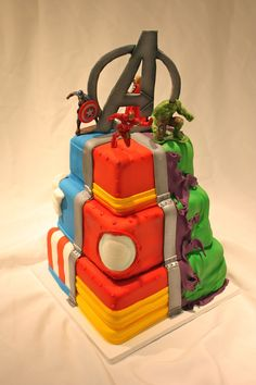 Avengers cake! This is awesome but I'm disappointed in the lack of Hawkeye and Black Widow.