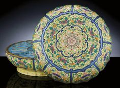 A LARGE IMPERIAL CANTON ENAMEL  BOX AND COVER, QIANLONG PERIOD, C18th
