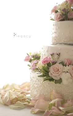 Cake with floral details