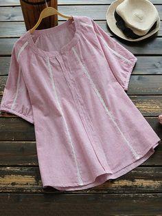 Casual Dresses Plus Size, Pakistani Fashion Casual, Shirt Refashion, Indian Designer Outfits, V Neck Blouse, Short Tops, Plus Size Blouses, Blouse Vintage, Casual Tops