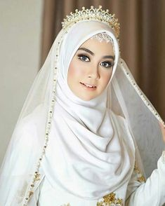 Beautiful Bride ❤❤ Beautiful Bride ❤❤ Check more at wedding. Muslim Wedding Gown, Hijabi Wedding, Wedding Hijab Styles, Kebaya Wedding, Malay Wedding Dress, Muslimah Wedding Dress, Muslim Wedding Dresses, Muslim Dress, Muslim Brides