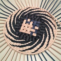 16 New Ideas Basket Weaving Contemporary - Reich Weaving Textiles, Weaving Art, Weaving Patterns, Willow Weaving, Basket Weaving, Pine Needle Baskets, Basket Crafts, Newspaper Crafts, Weaving Projects