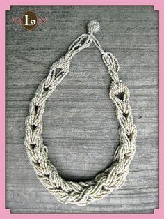 collar corto chaquiras hueso Leonora