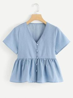 V Neck Ruffle Denim Top -SheIn(Sheinside) - Deringa Teen Fashion Outfits, Mode Outfits, Girl Outfits, Casual Outfits, Fashion Dresses, Sewing Clothes, Diy Clothes, Clothes For Women, Crop Top Outfits