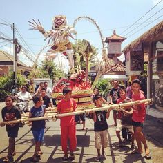 Bali Ogoh Ogoh Parade in prep for tomorrow's Nyepi Day Of Silence!  This photo was taken by @bungalowlivingcafe.  More info on this unique holiday below!  #mylittlesteps #littlestepsbali #nyepi #balikids  Families celebrate the Ogoh Ogoh Parade in Bali tonight in prep for Nyepi (tomorrow). Nyepi the Balinese Holiday is a day of silence reserved for self-reflection where people stay home and are not allowed to use lights work or travel.  Even if you are traveling to Bali during Nyepi as a…