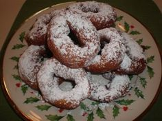 Grispelle are fried potato doughnuts which come from Calabria where they are a special Christmas treat. You can use white potatoes or sweet potatoes in this recipe. Grispelle can be shaped in rings or long batons, whichever you prefer. Italian Christmas Desserts, Italian Christmas Traditions, Italian Desserts, Christmas Sweets, Christmas Baking, Italian Recipes, Italian Foods, Christmas Recipes, Christmas Eve