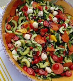 Supreme Pizza Salad Recipe http://cleanfoodcrush.com/supreme-pizza-salad/