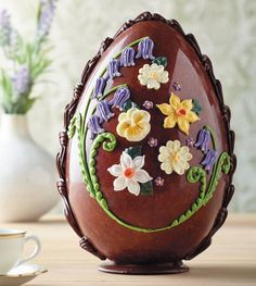 They don't come much prettier than the handcrafted Bettys Large Milk Chocolate Spring Flowers Egg made from Swiss Grand Cru milk chocolate Easter Biscuits, Cookies Et Biscuits, Luxury Easter Eggs, Egg Cake, Easter Greeting Cards, Chocolate Heaven, Easter Chocolate, Chocolate Chocolate, Easter Eggs