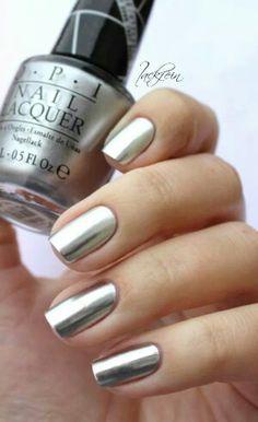 Uñas plata, color plateado.