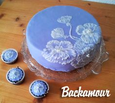 Fondant cake - great for beginners