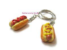 dos llaveros del perrito caliente, un regalo único, arcilla del polímero, cute, kawaii, comida miniatura, amuletos hechos a mano, mejor amigo
