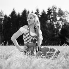 https://flic.kr/p/RvNoed | Annelie - Bavarian Summer Time | Shooting with Annelie, in direct Sunlight, on a very Sunny Day in Bavaria/Regensburg.            Hasselblad 501cm                                     Zeiss Planar 80CB Ilford FP4 @100 (Kodak XTOL 1+1) Development & Scan: meinfilmlab.de    © Thomas Seidl Photography 2017   Homepage: thomasseidl-photography.smugmug.com Facebook: www.facebook.com/pages/Thomas-Seidl/157771240957091 Tumblr: thomasseidl-photography.tumblr.com Youtube:...