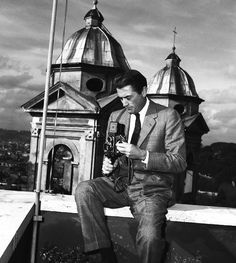 Today's über-cool celebrity with an über-cool camera: Atticus Finch himself, GREGORY PECK!