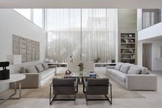 Assim eu gosto: arquitetura, decoração, design e moda. Salas com simetria em decorações clássicas e contemporâneas.