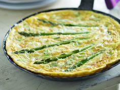 Omelett mit Spargel - smarter - Zeit: 15 Min.   eatsmarter.de Oh du schöne Spargelzeit. Rezept am besten direkt vormerken.