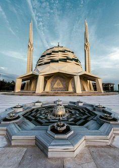 Marmara ilahiyat Masjid in Turkey Mosque Architecture, Indian Architecture, Religious Architecture, Neoclassical Architecture, Futuristic Architecture, Beautiful Architecture, Architecture Design, Beautiful Mosques, Building Art