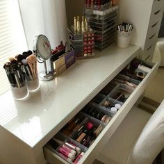 Great No Cost Make-up-Eitelkeit. Make-up organisieren. Aufbewahrung von Make-up. Make-up-Anzei… Strategies Buying a well-designed sofa is really a major choice and not just one to make lightly. Here we hav