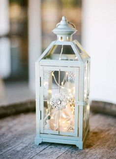 Metal lantern wedding decor / http://www.deerpearlflowers.com/rustic-lantern-wedding-decor-ideas/