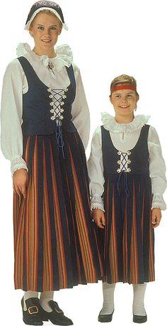 Keski-Suomen naisen kansallispuku. Kuva © Helmi Vuorelma Oy History Of Finland, Folk Costume, Costumes, Snow Queen Costume, Finnish Language, Costume Patterns, Ethnic Dress, Marimekko, Historical Clothing