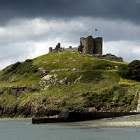 25 Beautiful Abandoned Castles in Wales Welsh Castles, Castles In Wales, Visit Wales, Cymru, Abandoned Castles, Red Dragon, Heaven On Earth, Old Photos, Fathers
