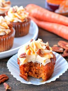 Caramel Pecan Carrot Cupcakes: Moist cakes with silky smooth cream cheese frosting, topped with caramel and pecans. Carrot Cake Cupcakes, Yummy Cupcakes, Cupcake Cakes, Amazing Cupcakes, Carrot Cupcake Recipe, Carrot Cake Muffins, Caramel Cupcakes, Carrot Cakes, Mini Cakes