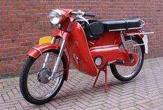 K53/1 NL Vintage Moped, Vintage Motorcycles, Cars And Motorcycles, Vintage Cars, 4 Wheel Bicycle, Moped Motorcycle, Bike Shed, Buy Bike, Vespa Scooters