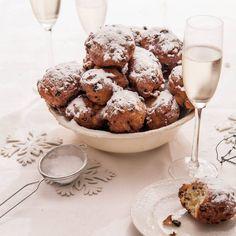 Oliebollen, a Dutch New Year's Eve tradition. Dutch Recipes, Baking Recipes, Xmas Dinner, Tasty, Yummy Food, Healthy Food, Best Comfort Food, Comfort Foods, Food Festival