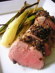 Boneless Pork Loin Roast Recipes - Oven, Slow Cooked, Grilled, BBQ Knochenlose Schweinelende B Pork Loin Roast Recipe Oven, Boneless Pork Loin Recipes, Cooking Pork Loin, Pork Sirloin Roast, Grilled Pork Loin, Pork Roast Recipes, Pork Meals, Healthy Pork Recipes, Ham Recipes