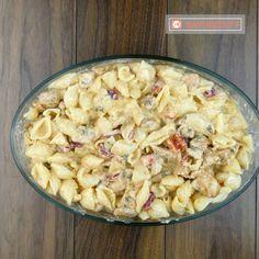 Cele mai bune paste cu piept de pui și mozzarella – nu vei mai dori să le faci altfel - savuros.info Mozzarella, Dory, Pasta Salad, Food And Drink, Yummy Food, Healthy Recipes, Cooking, Ethnic Recipes, Mai
