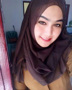 Girl in Hijab Hijab Niqab, Hijab Chic, Hijab Outfit, Beautiful Muslim Women, Beautiful Hijab, Moslem, Arabian Beauty, Muslim Beauty, Native American Beauty
