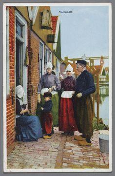 28b11a06ae39 Drie vrouwen, een kind en een man voor een woning aan de Meerzijde, allen. Holland  CountryHolland ...