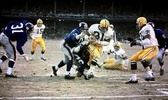1962+New+York+giants | ... rushes during Green Bay's 16-7 win in the 1962 NFL Championship Game