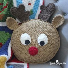 Crochet Rudolph Pillow Crochet Rudolph Pillow - Repeat Crafter Me Crochet Snowman, Christmas Crochet Patterns, Crochet Amigurumi, Holiday Crochet, Crochet Home, Crochet Crafts, Crochet Projects, Free Crochet, Crochet Christmas Blanket