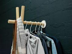 Die kommod - Lenah Garderobe im Detail Lean To, Bathroom Hooks, Clothes Hanger, Wood, Shopping, Vienna, Detail, Products, Beautiful