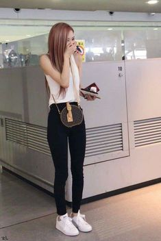 ~When we've given a chance, don't lose me the second time around. Kim Jennie, Blackpink Outfits, Fashion Outfits, Blackpink Fashion, Korean Fashion, Forever Young, Mode Ulzzang, Kim Jisoo, Airport Style