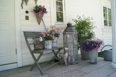 Inngangsparti Summer Cabins, Garden Inspiration, Garden Ideas, French Country House, Container Gardening, Outdoor Spaces, Shabby Chic, Exterior, Front Porches
