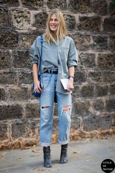 half tuck & cuffed up denim. in Paris. Street Style 2016, Street Style Trends, Street Chic, Street Styles, Grey Fashion, Urban Fashion, Daily Fashion, Fashion Photo, Street Fashion
