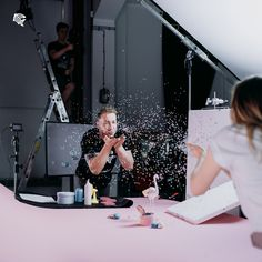 This is how we make our films in Blackfish Studio. Watch behind the scenes from our productions and see how we work on filmsets. Jk Simmons, Documentary Photography, Tv Commercials, Light And Shadow, Short Film, Filmmaking, Confetti, Vintage Photos, Documentaries