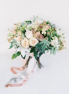 Garden wedding bouquet. Photography: O'Malley Photographers - www.omalleyphotographers.com