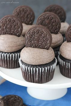 Oreo Chocolate Cupcakes - moist and fluffy chocolate cupcakes topped with Oreo frosting!