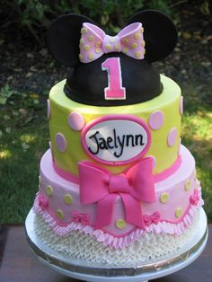 Pink & yellow Minnie Mouse Cake