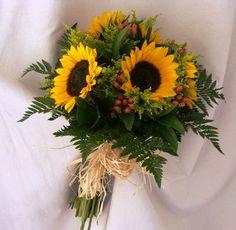 ramo de novia con girasoles - Buscar con Google Wedding Wishes, Floral Arrangements, Flower Arrangement, Table Decorations, Flowers, Plants, Art Floral, Bouquets, Sunshine
