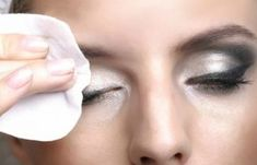 Make-up removal: from hygiene to well-being for a flawless skin Démaquillage,Maquillage Corps,Maquil